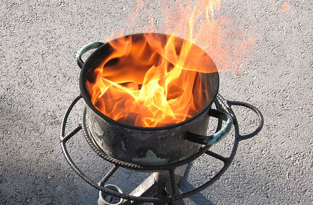 Read more about the article How to Properly Handle a Grease Fire